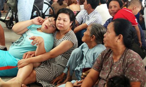 Lãnh đạo Tân Sơn Nhất: 'Một Việt kiều về 10 người đón sao không quá tải'