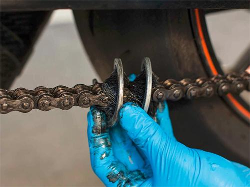 6 bước đơn giản chăm sóc xích xe máy tại nhà 3