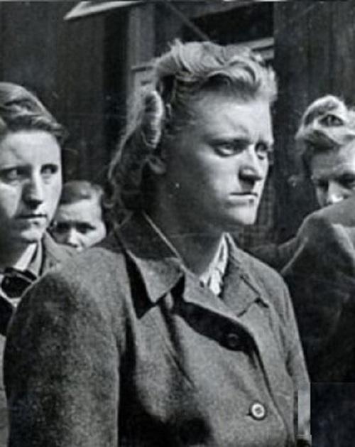 Những nữ đao phủ máu lạnh của Hitler 1
