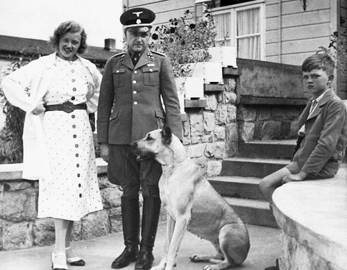Những nữ đao phủ máu lạnh của Hitler 2