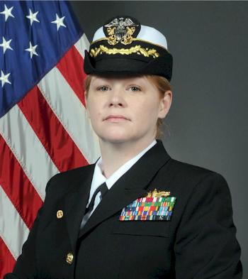 Nữ hạm trưởng chỉ huy tàu chiến Mỹ áp sát Hoàng Sa 1