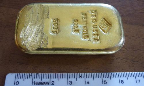 Thiếu nữ Đức được nhận nửa cân vàng vô chủ