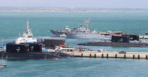 Tàu ngầm Kilo 186 tiến vào quân cảng Cam Ranh 2