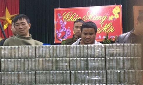Vòng vây cảnh sát bắt vụ vận chuyển 200 bánh heroin như thế nào