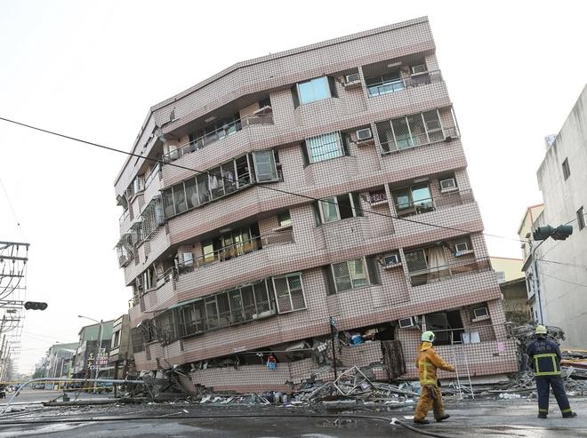 Nhà cửa đổ nát sau động đất ở Đài Loan - ảnh 6