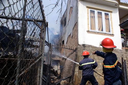 Cứu sống cụ già trong căn nhà cháy 1