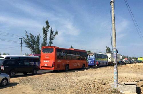 Hàng trăm nghìn người đổ về, các cửa ngõ Sài Gòn ùn ứ 2