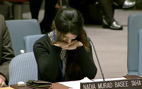 Nadia Murad Basee Taha xúc động trong bài phát biểu trướcHội đồngBảo an Liên Hợp Quốc tháng 12/2015. Ảnh: UN