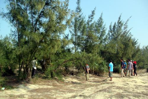 Người dân vây trụ sở xã phản đối phá rừng, nuôi tôm 2