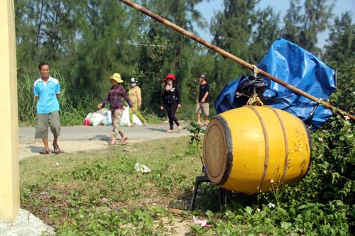 Người dân vây trụ sở xã phản đối phá rừng, nuôi tôm 3