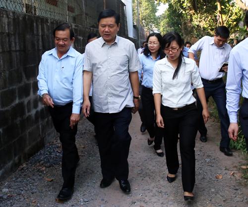 """Ông Đinh La Thăng: """"Làm đường, sửa nhà ngay cho mẹ Việt Nam anh hùng"""" 1"""