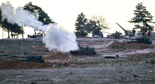 Xe tăng tại một cứ điểm quân sự Thổ Nhĩ Kỳ hôm 16/2 nã pháo qua biên giới Syria. Ảnh: AFP