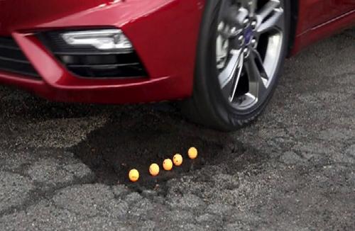 """Ford phát triển công nghệ bánh xe """"bay"""" qua ổ gà 1"""