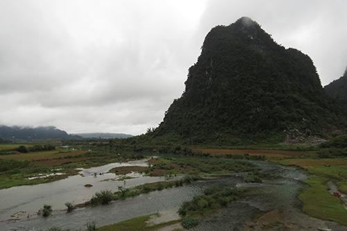 Hàng trăm người của đoàn làm phim King Kong đến Phong Nha