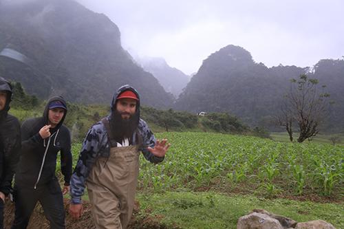 10-dau-bep-lam-800-suat-an-moi-ngay-cho-doan-phim-king-kong-2