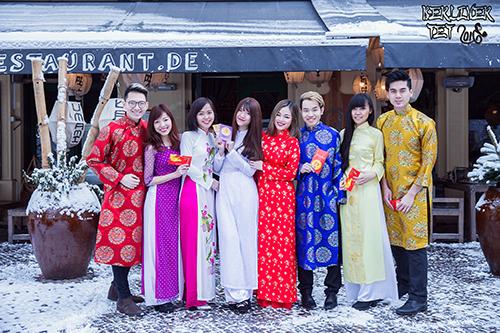 """Các thành viên của Hội sinh viên Việt Nam Berlin - Potsdam rực rỡ vớiÁo dài Vân Nhung trong bộ ảnh """"""""Áo dài, Tết và văn hoá dân tộc"""""""