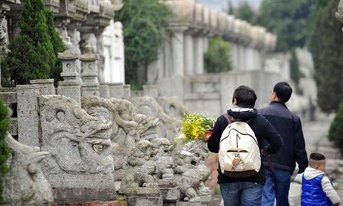 Thiếu đất ở, Trung Quốc khuyên dân tiết kiệm đất chôn 1