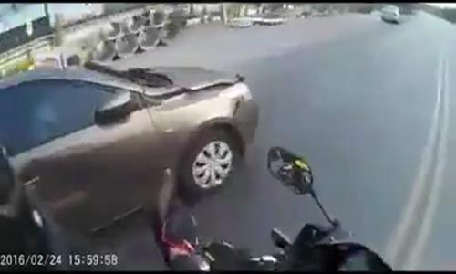 Cảnh sát Thái Lan truy đuổi ôtô như phim hành động 1