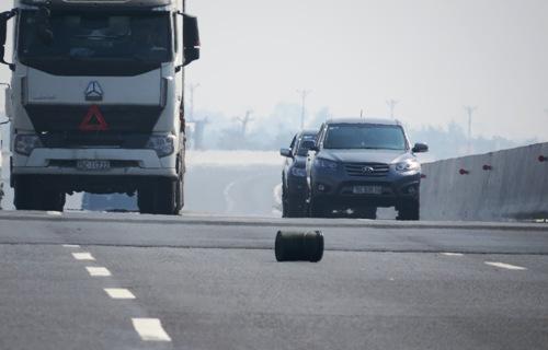Ôtô nổ lốp trên cao tốc, tài xế tử nạn 1