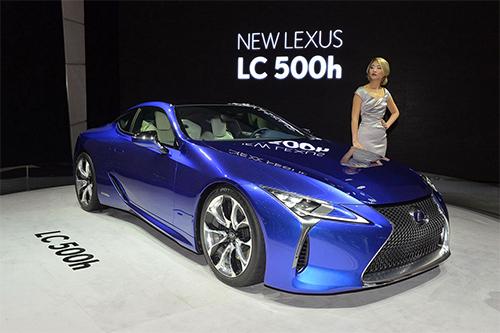 Lexus trình làng LC 500h, phiên bản hybrid của LC 500, xe trang bị động cơ xăng 3,5 lít V6 kết hợp động cơ điện