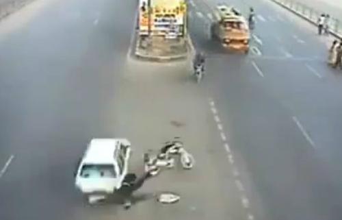 Xe tải ủi hàng loạt người tại Trung Quốc 3