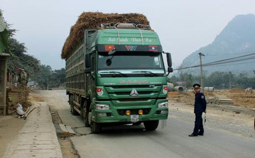 Hàng loạt cán bộ thanh tra giao thông bị kỷ luật 1