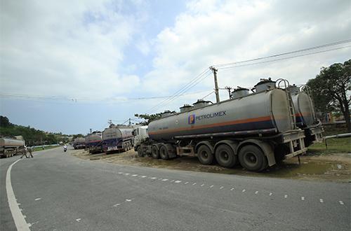 Xe chở gần 17 tấn gas lật chắn ngang đèo Hải Vân 3