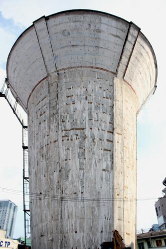 7 thủy đài khổng lồ bỏ hoang ở Sài Gòn sẽ bị đập 1
