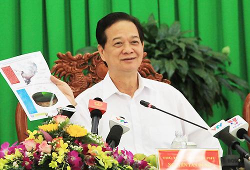 Thủ tướng Nguyễn Tấn Dũng yêu cầu cả hệ thống chính trị xem việc chống hạn, mặn là nhiệm vụ trọng tâm. Ảnh: Cửu Long