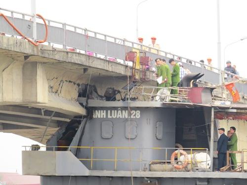 Phải nhiều ngày mới giải phóng được tàu nghìn tấn mắc kẹt 2
