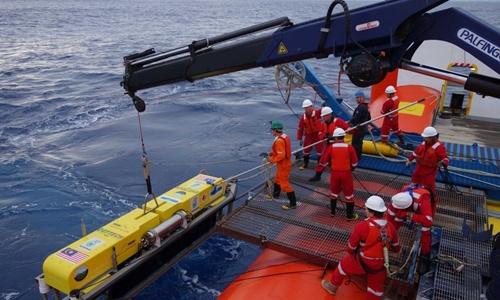 """Những người """"mò kim đáy bể"""" tìm MH370 1"""