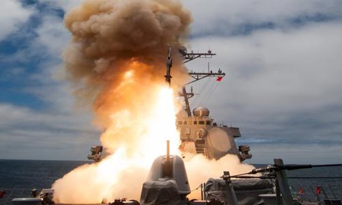 Tên lửa diệt hạm SM-6 đánh đắm tàu chiến từ phát bắn đầu tiên 2