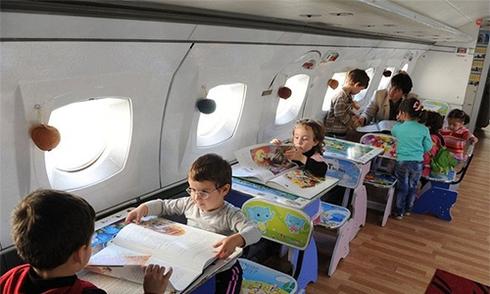 Hiệu trưởng biến máy bay cũ thành nhà trẻ