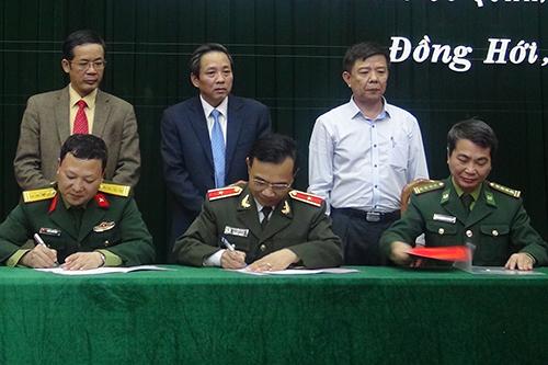 144 cán bộ chủ chốt tỉnh Quảng Bình ký cam kết trách nhiệm 1