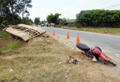 Rơ-moóc tuột khỏi xe ben, tông chết 2 người phụ nữ 1