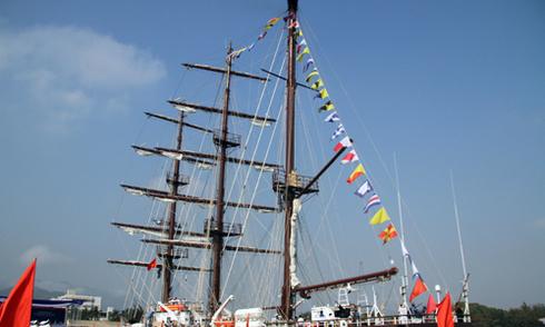 Hải quân đưa tàu buồm huấn luyện hiện đại vào sử dụng