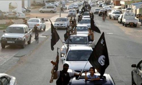 Phiến quân Nhà nước Hồi giáo diễu hành ở thành phố Sirte, Libya. Ảnh: SITE.