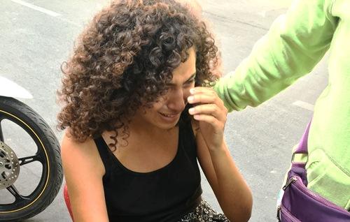 Nữ du khách  ngất xỉu, gào khóc vì bị cướp giữa Sài Gòn