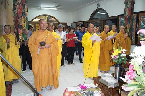 Quang cảnh lễ cầu siêu tại Trung tâm Phật giáo thế giới ở thủ đô New Delhi. Ảnh: Vietnam+