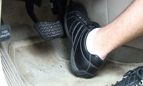 Để chân ga thế nào là đúng - kỹ năng cho tài xế Việt