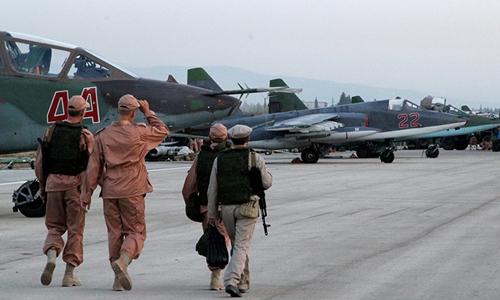 Technicians at Syria's Hmeimim airport where Russian aircraft are deployed. © Dmitriy Vinogradov / RIA Novosti
