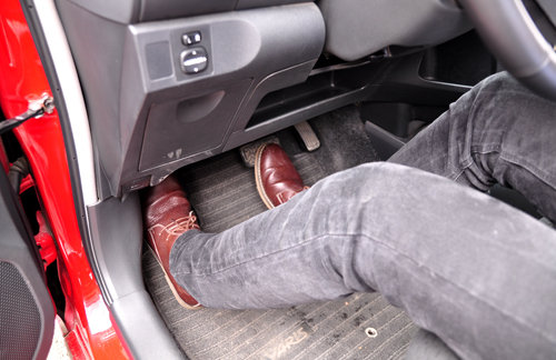 Tài xế Việt lái xe số tự động có đúng cách? 3