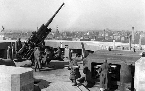 Pháo đài phòng không bất khả xâm phạm của phát xít Đức 1