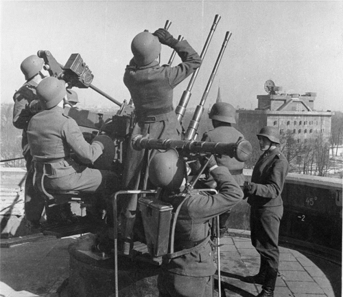 Pháo đài phòng không bất khả xâm phạm của phát xít Đức 3