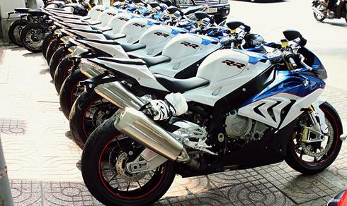 dan-sieu-moto-bmw-s1000rr-doi-moi-o-sai-gon