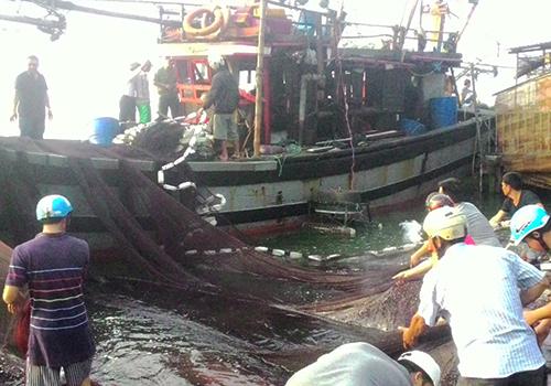 Nổ tàu cá, 8 ngư dân bị bỏng nặng 1