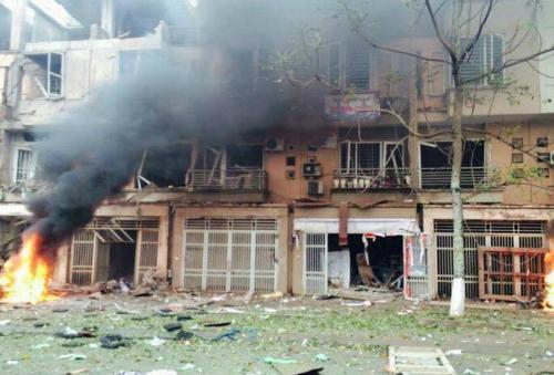 Nổ lớn ở Hà Đông, 4 người chết 1