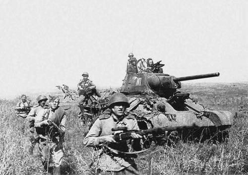 Tăng T-34 - vũ khí bẻ gãy cuộc xâm lược Liên Xô của phát xít Đức 2