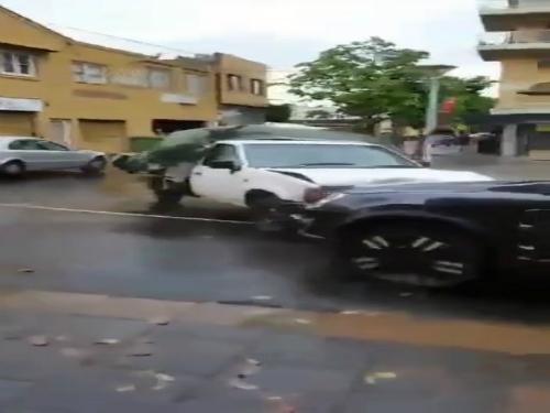 """Ôtô """"điên"""" náo loạn cao tốc Mỹ 5"""