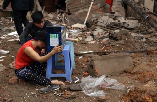 """Nhân chứng vụ nổ ở Hà Đông: """"Mảnh thi thể văng lên nhà chúng tôi"""" 3"""
